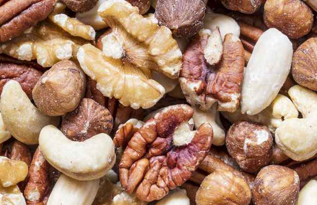 healthiest nuts for snacking